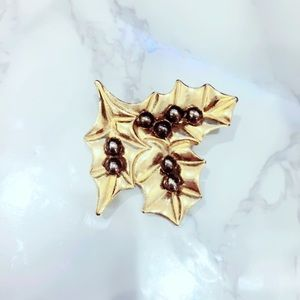 Gold Tone Leaf Black Pearl Brooch